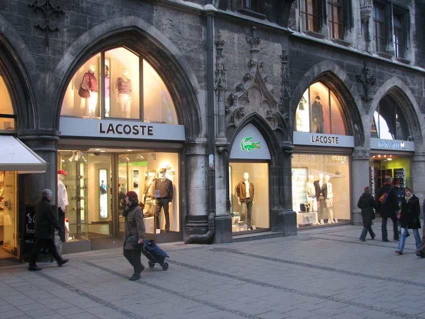 1280px-Lacoste_store
